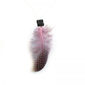 Déco plumes collier ras du cou avec perle en pierre de lave et plume naturelle