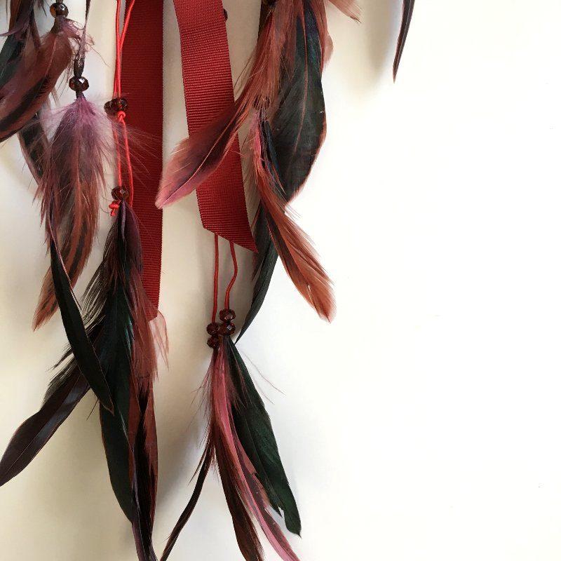 """Déco plumes : Attrape-rêves """"Mila"""" dans les tons brique, chocolat et bordeaux"""