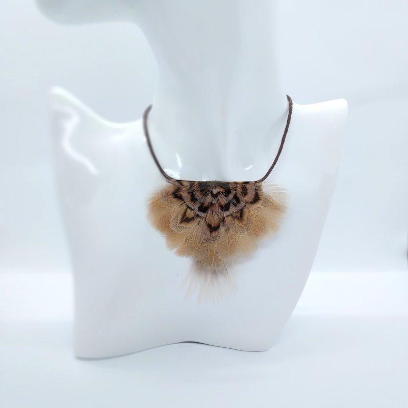 collier-plastron-plumes-naturelles-lina-decoplumes